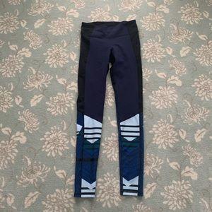 NWOT Under armour blue printed leggings